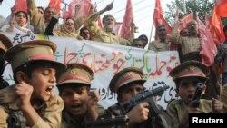 Анти-НАТО протест во Лахоре на 4 декември 2011 година.
