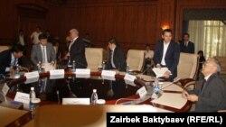 Встреча оппозиции и правительства не состоялась из-за неявки лидеров оппозиции, 18 апреля.