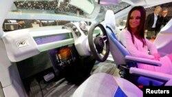 Привычное управление в модели XchangE сохраняется. И при желании водитель может вести ее сам.
