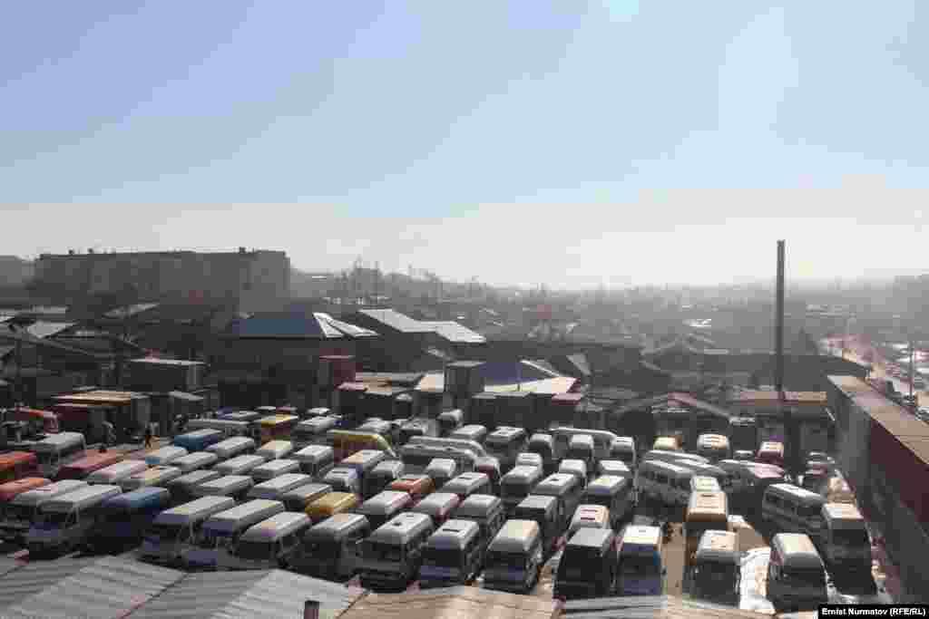 Ближайшие автомобильные стоянки забиты под завязку