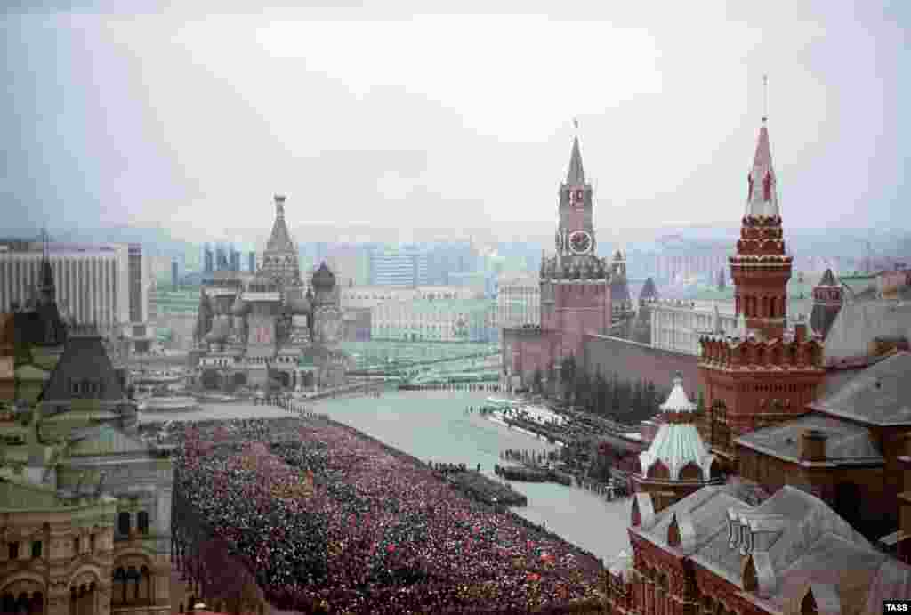 Thousands of mourners filled Red Square.