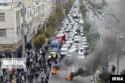 Иранцы протестуют против подъема цен на бензин 28 декабря 2019 года