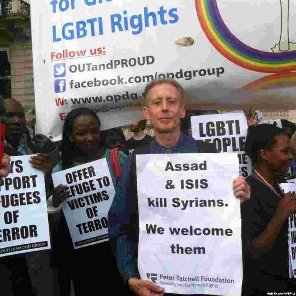 Лозунги демонстрантов были самые разнообразные, от «Асад и Исламское Государство убивают сирийцев, а мы сирийцев приветствуем» до «Не дадим им утонуть!»
