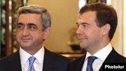 Президент Армении Серж Саргсян с президентом России Дмитрием Медведевым (справа)
