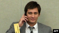 The State Duma's ethics committee stripped Dmitry Gudkov of the right to speak publicly at plenary sessions for one month.