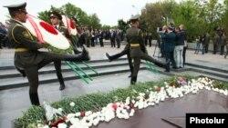 Празднования Дня Победы в ереванском парке «Ахтанак» (архивная фотография)