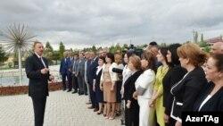Президент Ильхам Алиев на встрече с общественностью во время поездки в Агсуинский район