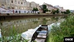 Река в центре города Зренянин в Сербии. Иллюстративное фото.