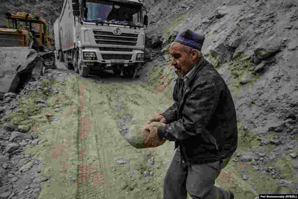 BORDER - road, access, construction, earthquake A truck passes by as the road workers are trying to clean Dushanbe-Khorog highway in Tajikistan that was hit by a 7.2 magnitude earthquake