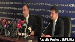 Министр иностранных дел Азербайджана Эльмар Мамедъяров (слева). Баку, 11 апреля 2013