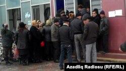 Foto: Arxiv. Qubada bankomatın önü'