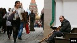 В России в настоящее время 16 процентов населения официально считаются бедными