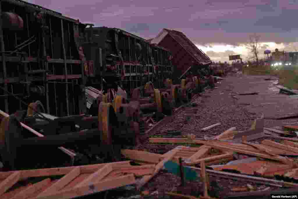 Winds in Hurricane Michael, which struck the Florida Panhandle on October 10, reached 250 kilometers per hour, strong enough to derail boxcars in Panama City. (AP/Gerald Herbert)