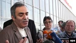 Один из лидеров «Другой России» Гарри Каспаров так и не улетел из Москвы