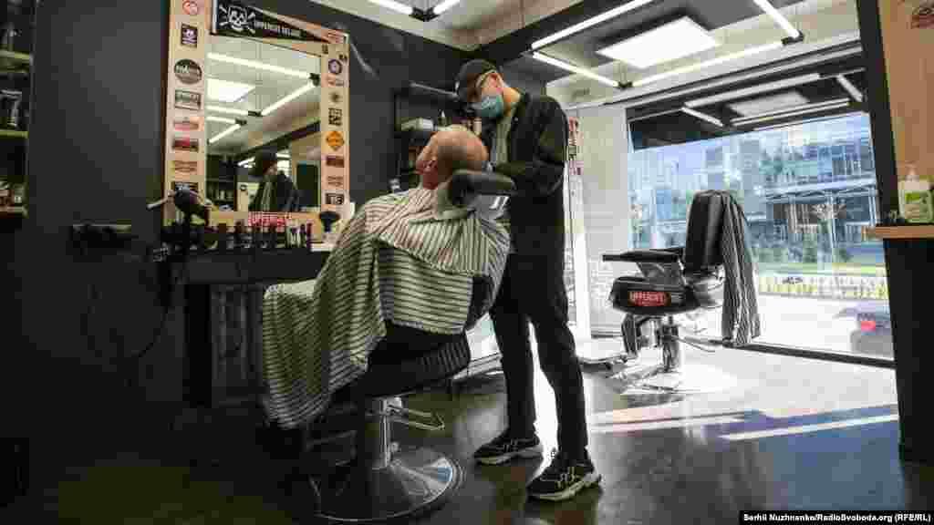 Открылись также и парикмахерские