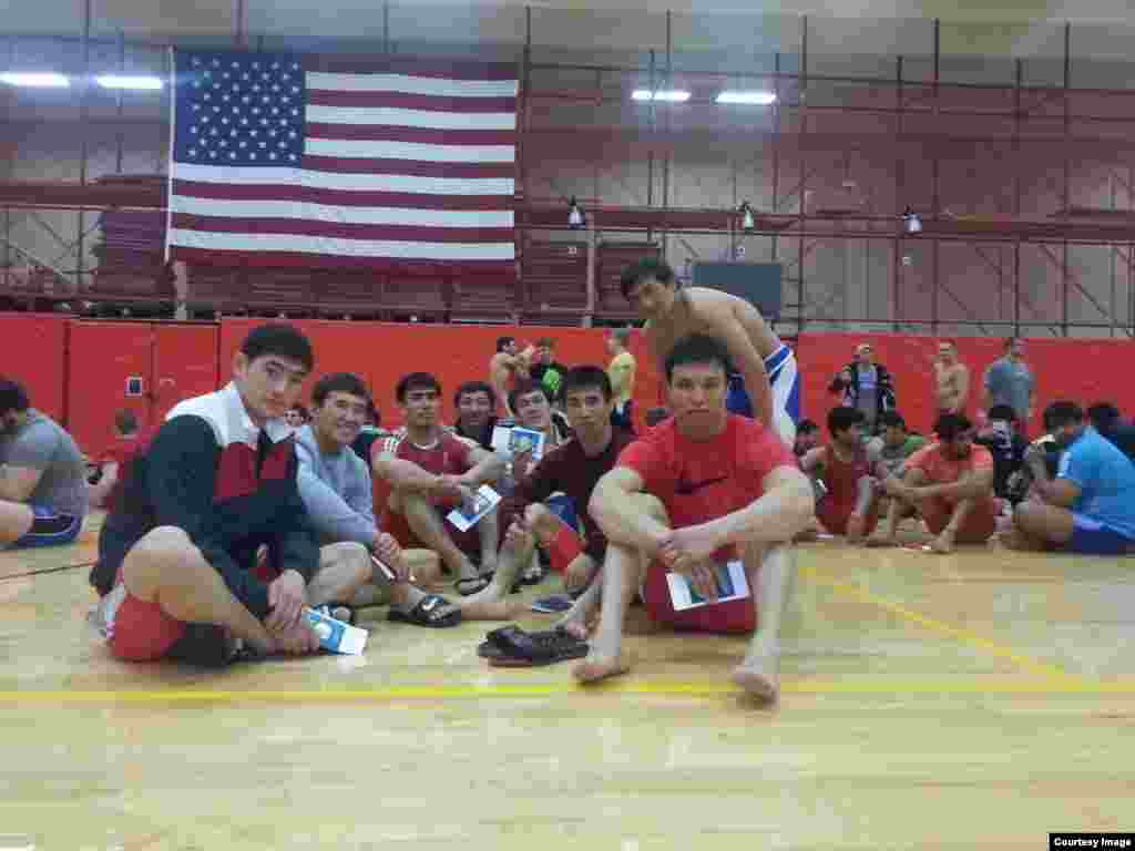 Нурсултан Турсынов (первый слева) намерен участвовать в чемпионате мира по борьбе в Лас-Вегасе (США) в этом году. В конце августа он вместе с национальной сборной поедет на учебные сборы в Колорадо-Спрингс (США). После этого уже отправится в Лас-Вегас на чемпионат, который пройдет с 7 по 12 сентября.