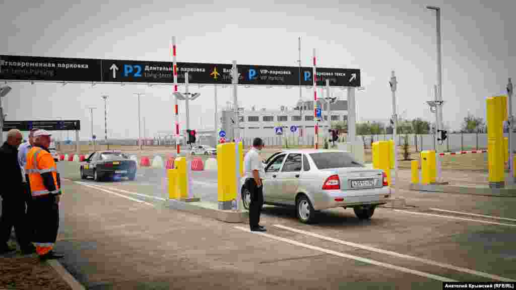 16 квітня весь транспорт на територію нового терміналу пропускали безкоштовно. Від 17 квітня мінімальний тариф –100 рублів