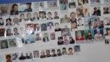 На стене в офисе организации «Атажұрт ерікті жастары» разместили фото людей, которые, по данным их родственников, помещены под стражу в Китае.