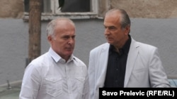Duško Bakrać sa advokatom Lutovcem ispred suda, 6. septembar 2012.
