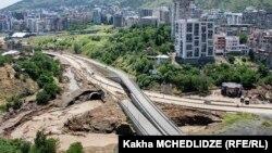 Спустя неделю после наводнения отсутствие полуразрушенной стихией магистрали ощутили на себе даже самые ярые ее противники. Невозможно не заметить, что два крупнейших городских района начали буквально задыхаться в пробках