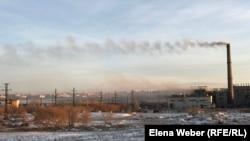 Дым от темиртауского электро-металлургического завода. 12 ноября 2019 года.