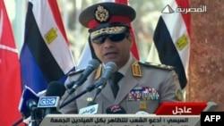 صورة مأخوذة عن التلفزيون المصري لقائد الجيش المصري الفريق أول عبد الفتاح السيسي وهو يتحدث في القاهرة.