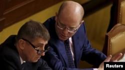 Міністар фінансаў Чэхіі Андрэй Бабіш (зьлева) і прэм'ер-міністар Багуслаў Собатка
