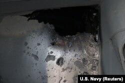 Повреждения корпуса японского танкера, нанесенные, как утверждает Пентагон, в результате взрыва иранской мины