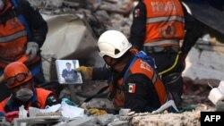 Pamje nga operacionet kërkimore pas tërmetit të 19 shtatorit në Meksikë