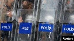 Pamje nga protestat në parkun Gezi, Stamboll
