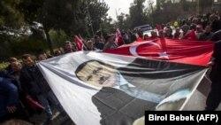Transparent sa likom turskog predsednika