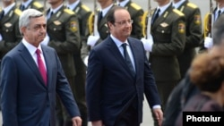 French President Francois Hollande (right) alongside Armenian counterpart Serzh Sarkisian at the start of an official visit to Yerevan on May 12.