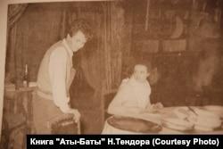 Леонід Биков починав свою кар'єру в театрі. Фото з книги «Аты-баты...» Н.Тендора