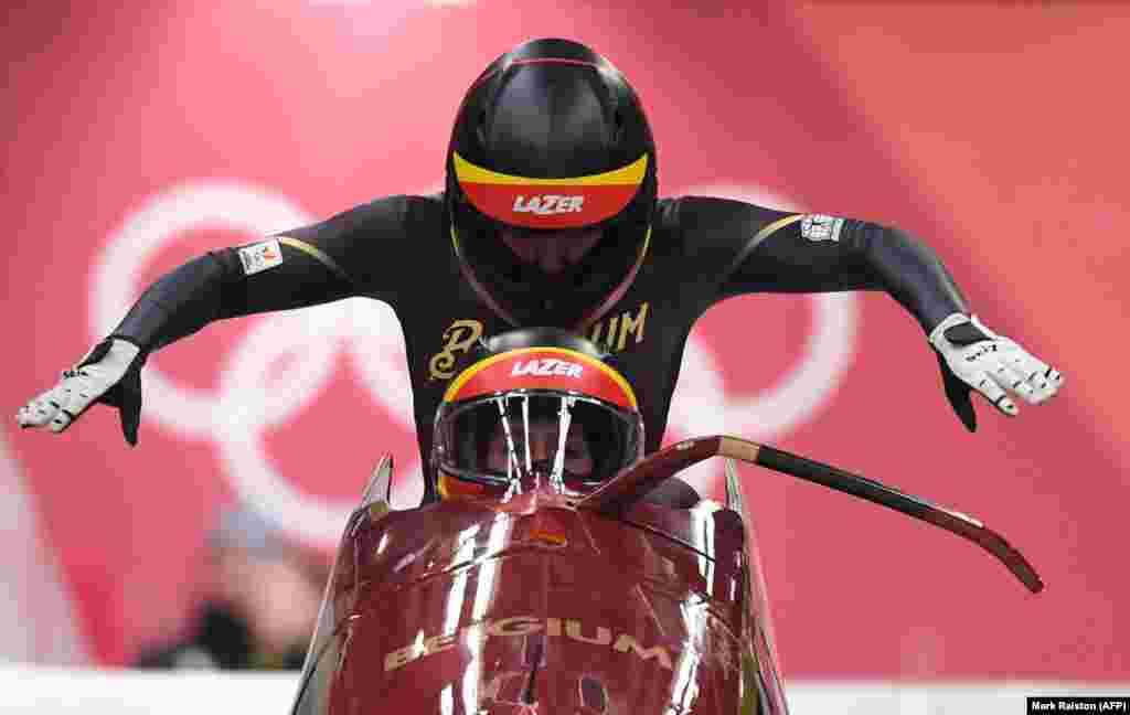 Бобслей: спортсменки з Бельгії Ен Ваннівенхайзе й Софі Веркрюссену змаганнях з бобслею у двійках серед жінок