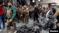 پیشمرگههای کرد عراق در نقطهای از کرکوک، پس از انفجار و حملات روز جمعه