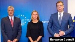 Predsednik Kosova Hašim Tači, visoka predstavnica EU Federika Mogerini i predsednik Srbije Aleksandar Vučić tokom nove faze dijaloga