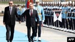Қазақстан президенті Нұрсұлтан Назарбаев (оң жақта) Түркия президенті Режеп Тайып Ердоғанмен кездесіп тұр. Анкара, 13 қыркүйек 2018 жыл.