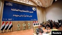 رئيس السن لمجلس النواب مهدي الحافظ خلال الجلسة البرلمانية الأولى