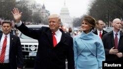 АКШның 45нче президенты Дональд Трамп хатыны Мелания белән инаугурация парадында