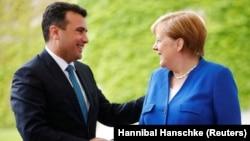 Kryeministri Zoran Zaev takon kancelaren gjermane, Angela Merkel.