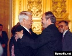 Барыс Ельцын і Аляксандар Лукашэнка ў Крамлі
