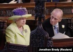 Королева Елизавета II и ее муж Филипп, герцог Эдинбургский, на свадьбе принца Гарри и Меган Маркл, май 2018 года