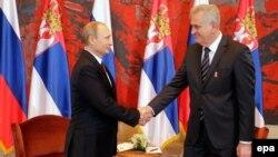 Սերբիայի նախագահ Տոմիսլավ Նիկոլիչը ողջունում է Ռուսաստանի նախագահ Վլադիմիր Պուտինին, Բելգրադ, 16-ը հոկտեմբերի, 2014թ․