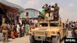 خوست کې امنیتي ځواکونو د افغانستان ازادۍ د ۱۰۱مې کلیزې د لمانځلو پر مهال