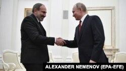 Встреча в Кремле премьер-министра Армении Никола Пашиняна (слева) и президента РФ Владимира Путина, декабрь 2018 г.