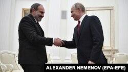 Встреча Владимира Путина (справа) и Никола Пашиняна в Москве, 27 декабря 2018 г.