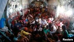 Эвакуация жителей города Таклобан, наиболее пострадавшего от разрушительного тайфуна. Филиппины