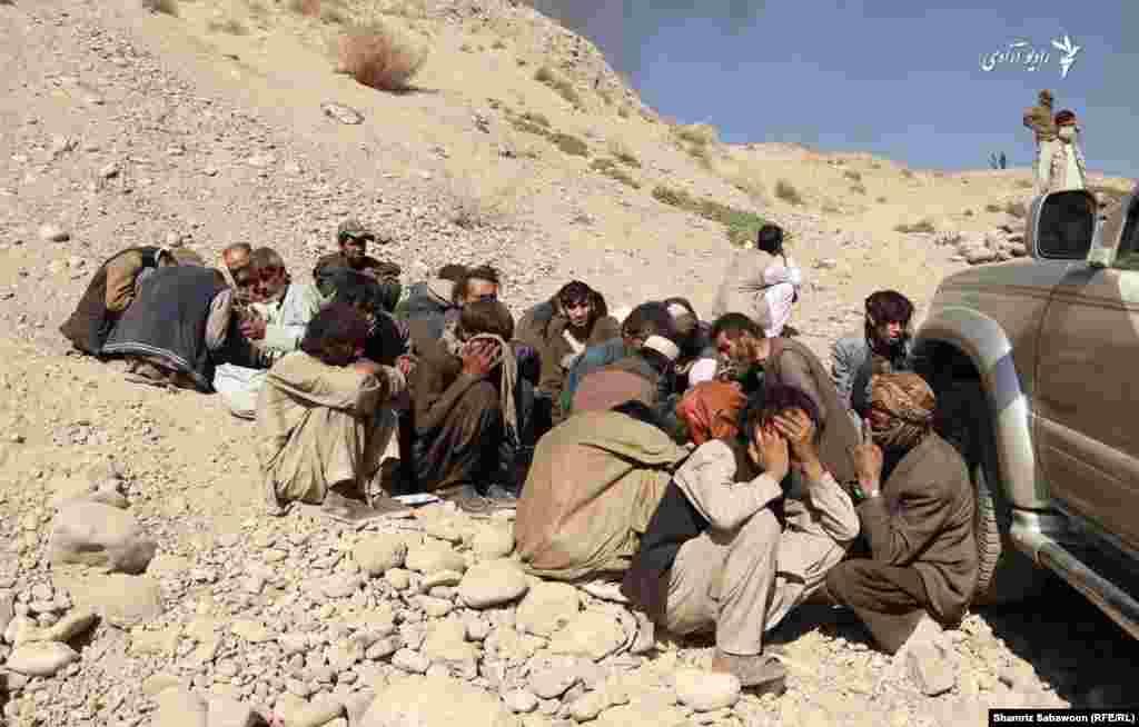 شماری از معتادین مواد مخدر در منطقه کارته نو شهر کابل.