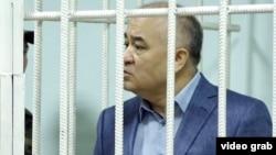 Омурбек Текебаев сотта тұр. Бішкек, 5 маусым 2017 жыл.