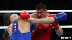 Russia's Yevgeny Tishchenko (R) and Kazakhstan's Vassiliy Levit during an Olympic match which Tishchenko won in a disputed decision.